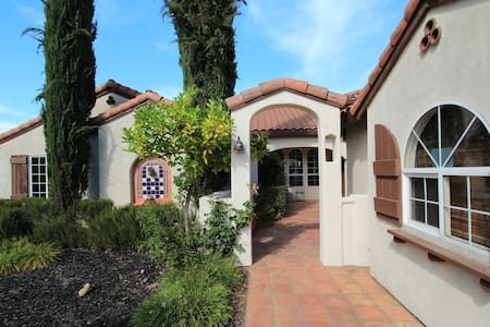 Private in-law quarters in custom Spanish home - Folsom - Maison