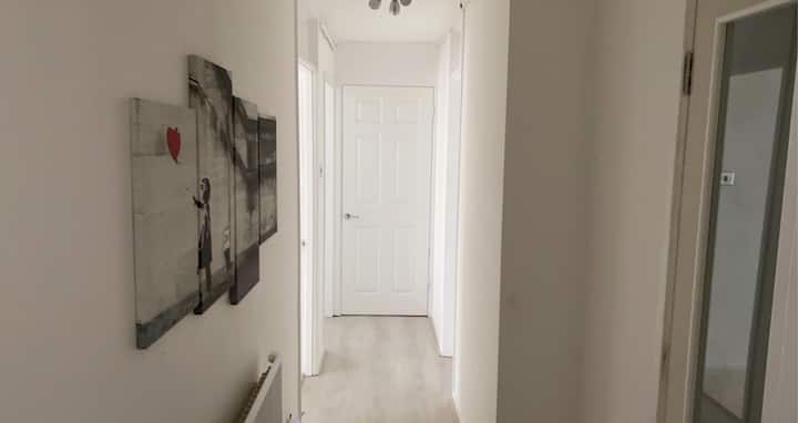 BEDROOM IN 2 BED APARTMENT - CLOSE TO CITY CENTRE