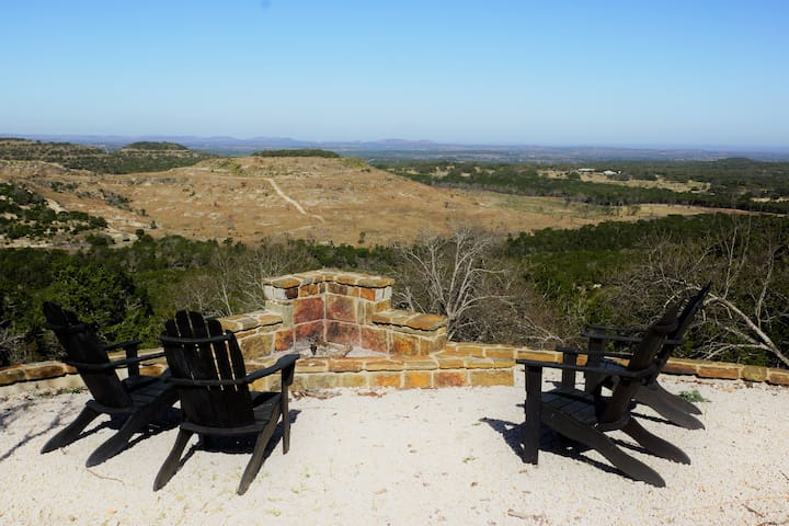 Luxury Hill Country Cabin with Breathtaking Views - Blanco - Cabin