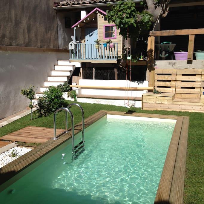 charmante maison avec piscine maisons louer marseille provence alpes c te d 39 azur france. Black Bedroom Furniture Sets. Home Design Ideas