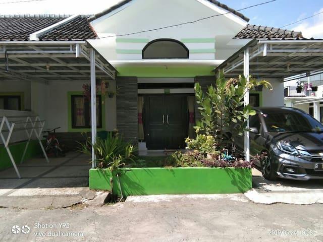 Family Room Kenanga, Lokasi yg sangat Strategis