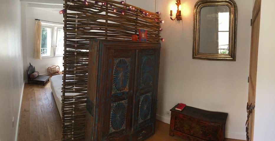 """""""Hazelnut"""" Room, historical centre of Avignon"""