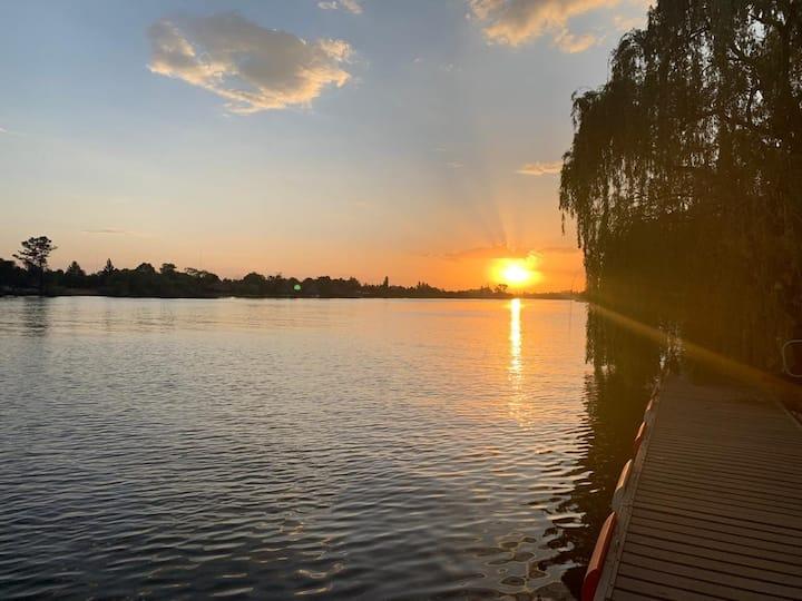 Luxury Vaal River Family Retreat - serviced