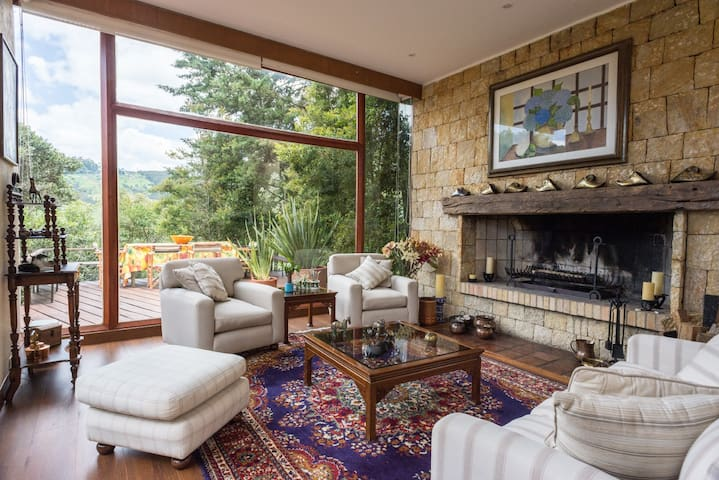 Lush rural retreat, just 15 km from downtown!
