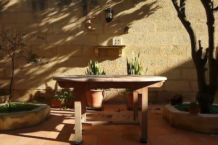 Homely 3 bedroom house - Naxxar