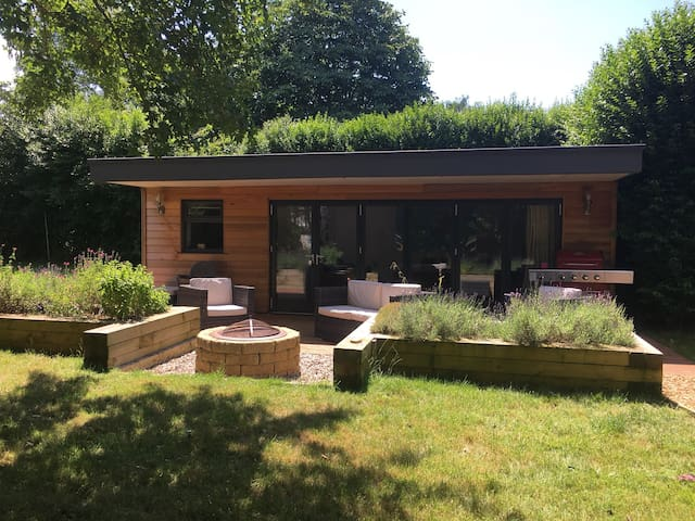 Summer house studio in South Cambridge