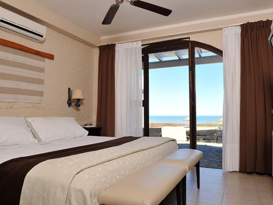 Habitación principal con gran vista a la playa