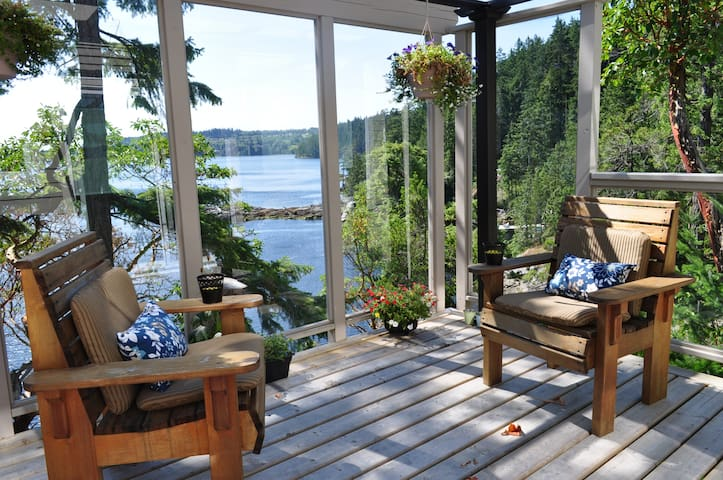 Carlson Point Sea Side Suite, Living off the grid