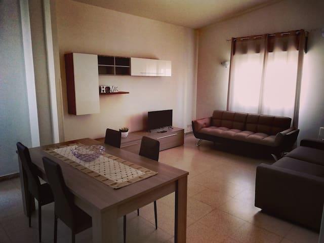 Appartamento open space luminoso con divano letto