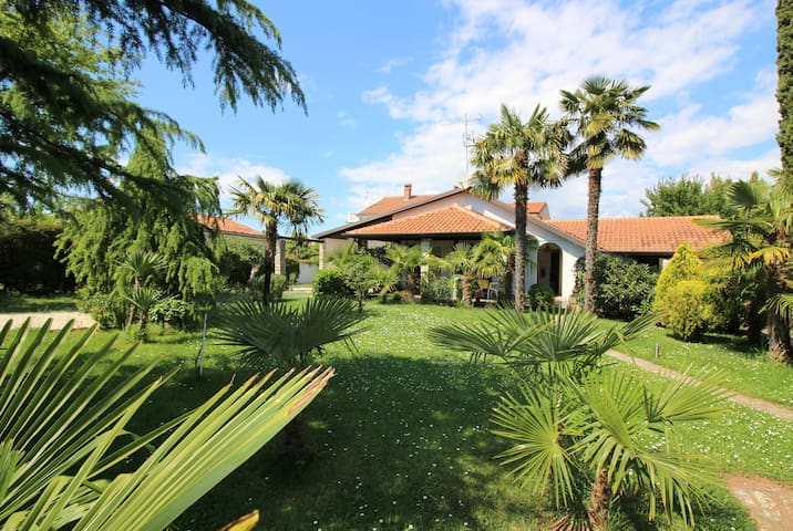Holiday House Manja with beautiful green yard