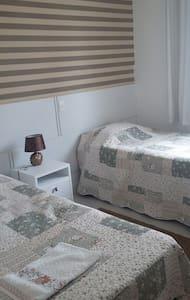 Suite agradável com duas camas. - Balneário Camboriú - Departamento