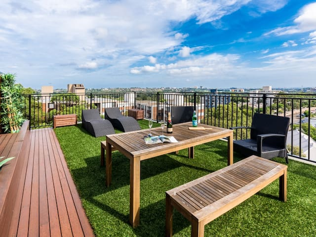 A Rooftop Panorama - Your Home Away From Home - Centennial Park - Apartment
