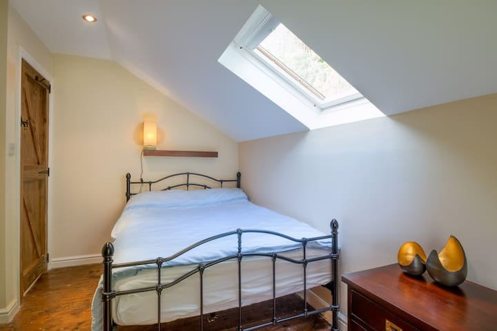Railway Cottage - second bedroom with queensize double bed