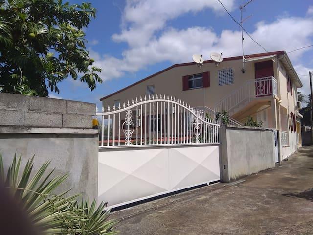 Maison Les manguiers avec vue