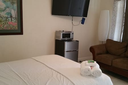 N) CLOSE TO Ft Lauderdale FLL, AIRPORT HOTEL STYLE