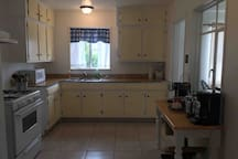 Clean and relaxing with all the amenities Kitchen , ready to cook for a family!!
