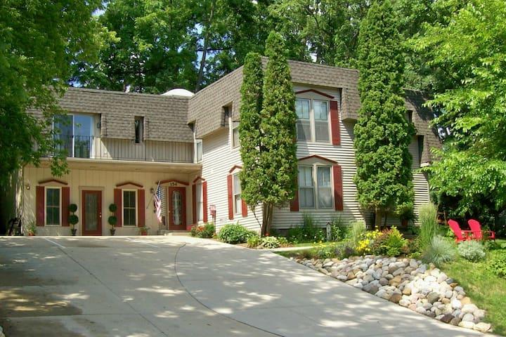 Heritage House - Fontana-on-Geneva Lake - House