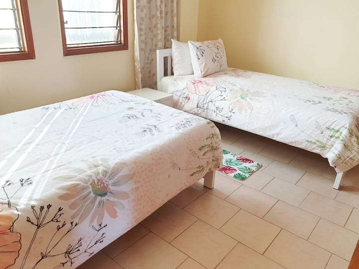 private one bedrm flat self contained ,Sleeps 4,