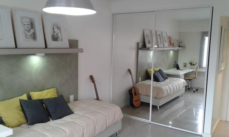 AMPLIA HABITACION EN EDIFICIO RESIDENCIAL PRIVADO. - Béccar - Appartement