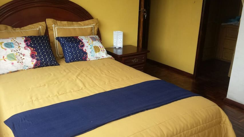 B&B (single/double room with private bathroom) - Riobamba - Hus