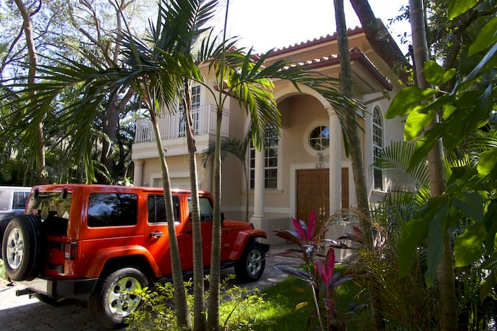 5 bedroom luxury Villa with heated Pool and Spa - Miami Shores