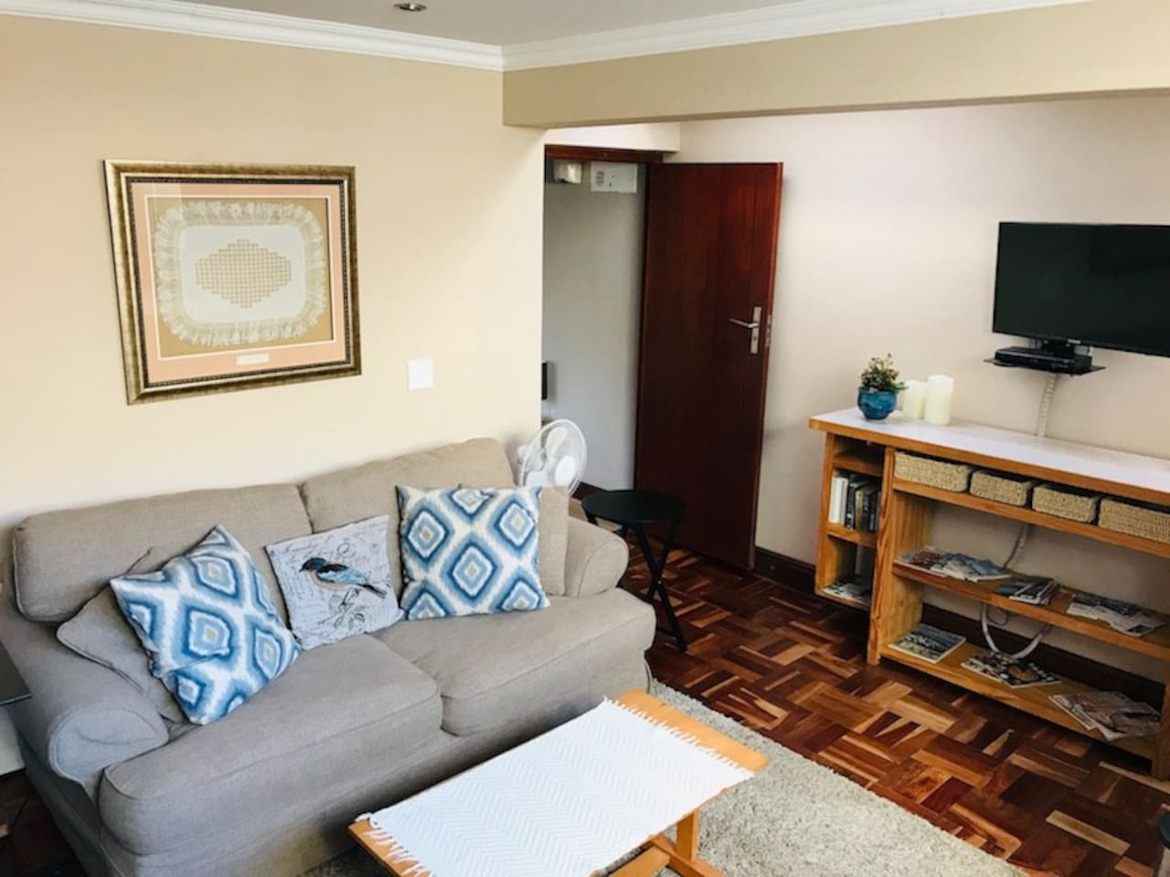 Comfortable lounge with full PVR DSTV channels with open plan kitchenette and beautiful skylights for ample natural light.