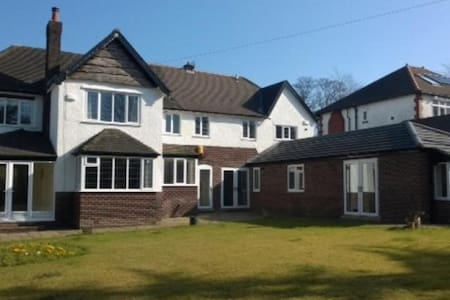Huge Country House spacious rooms - Stockport