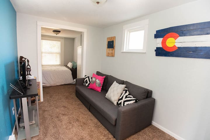 Carriage House Close to Downtown Denver