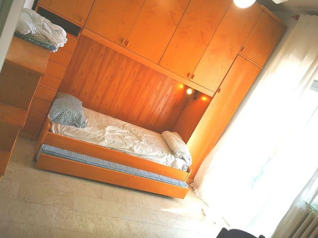 2 Persons nice, clean Room - 25 min Milan by metro