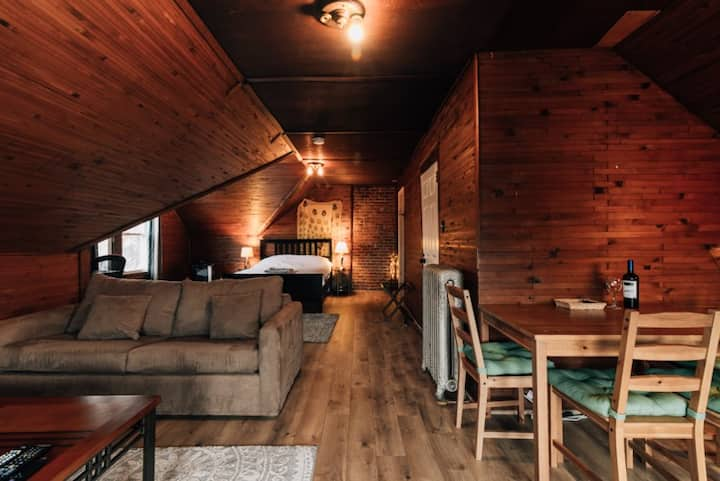 Cozy Cabin Style Apt In Montclair City Center