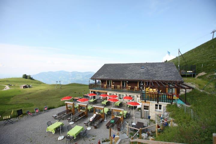 Ski-Pisten und Wander Unterkunft in der Bergwelt - Beckenried