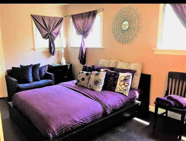 Great room in heart of Weho!