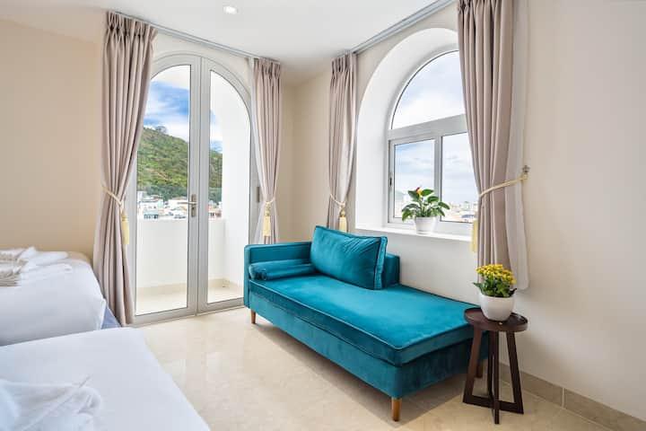 Family Suite A4 cách biển Bãi Sau 200 mét