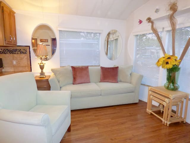 Perfect Vacation Cottage - on the Suncoast