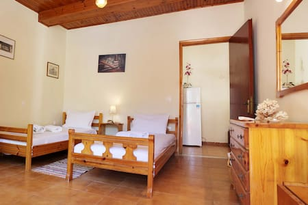 Private Cottage / Old barber shop Free Breakf - Corfu - House
