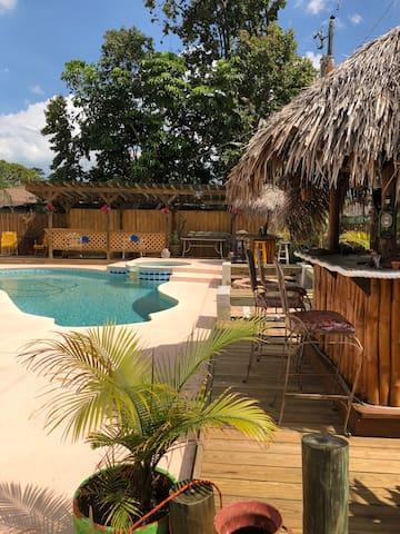 Casa del Sol: Tropical Oasis