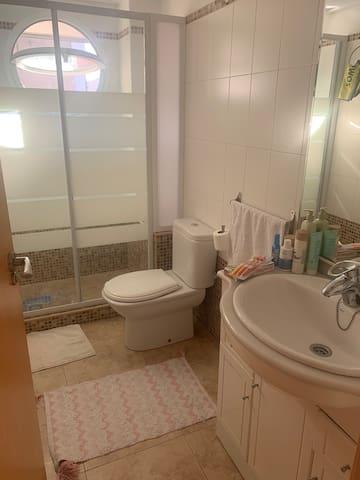 Habitación piso acogedor visitas y ubicación ideal