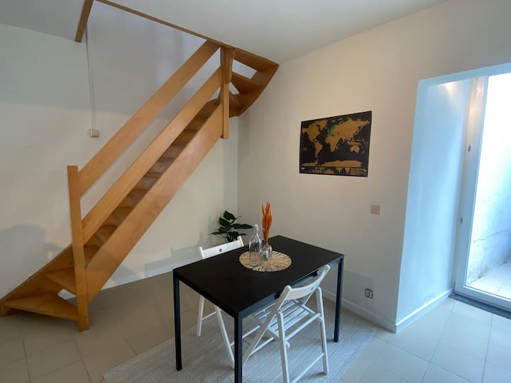 Trendy studio in the heart of Bruges with terrace.