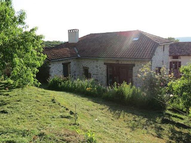 Maison en pierres typique grande calme climatisée - Felzins - Huis