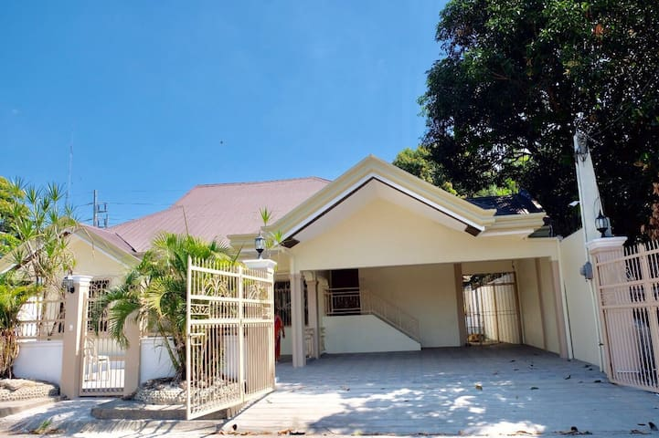 Brand New House 3BR near Marquee Mall