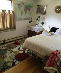 Nice bedroom w/queen bed - Belmont - Appartement