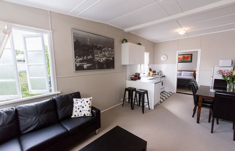 Stylish 1 Bedroom Apartment in New Farm - New Farm - Leilighet