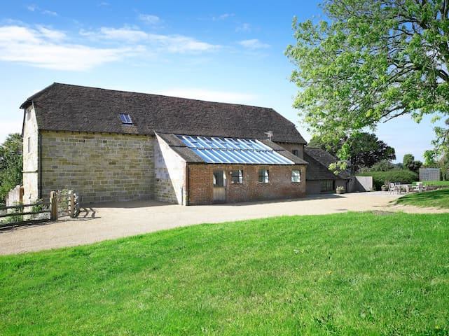 Medieval Barn Conversion close to Ashdown Forest - Heron's Ghyll - Hus