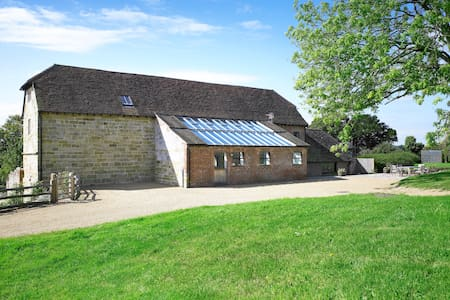 Medieval Barn Conversion close to Ashdown Forest - Huis