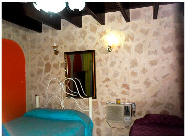 Hostal Doña Juana, Room 'ARCO NARANJA' with WC