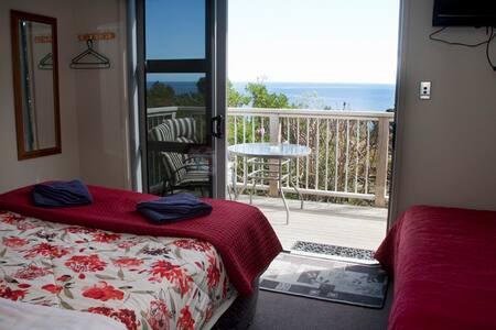 Seaview Motel, Onaero.