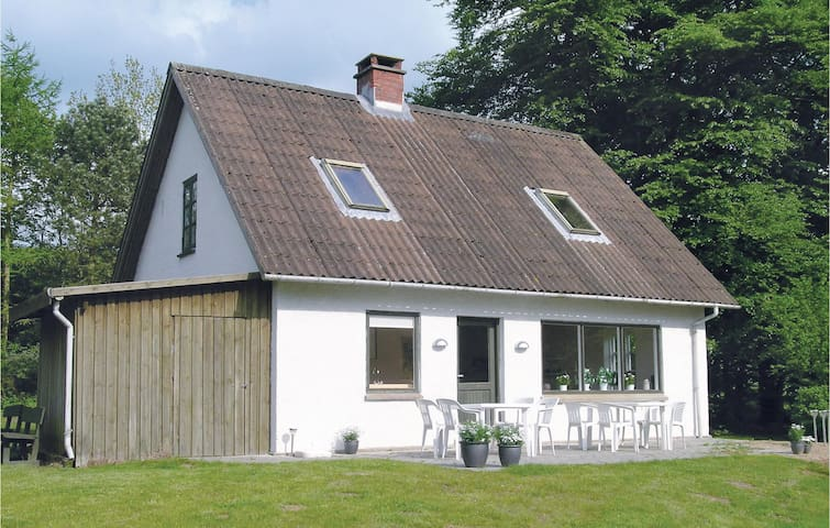 Holiday cottage with 2 bedrooms on 93 m² in Aabenraa