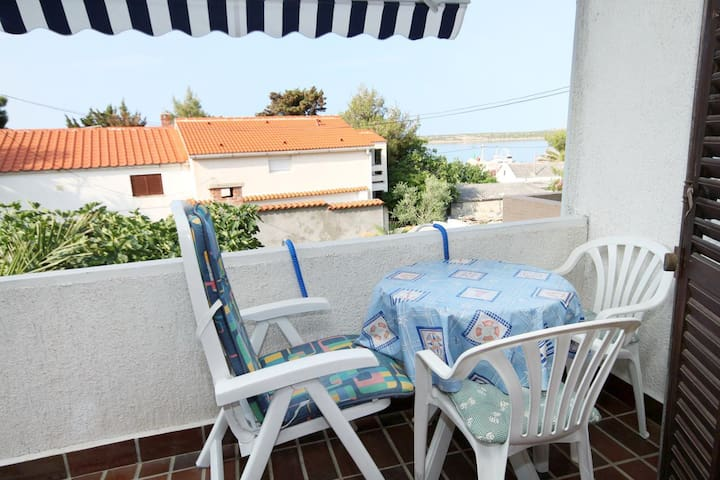 One bedroom apartment with terrace and sea view Košljun, Pag (A-3321-b)
