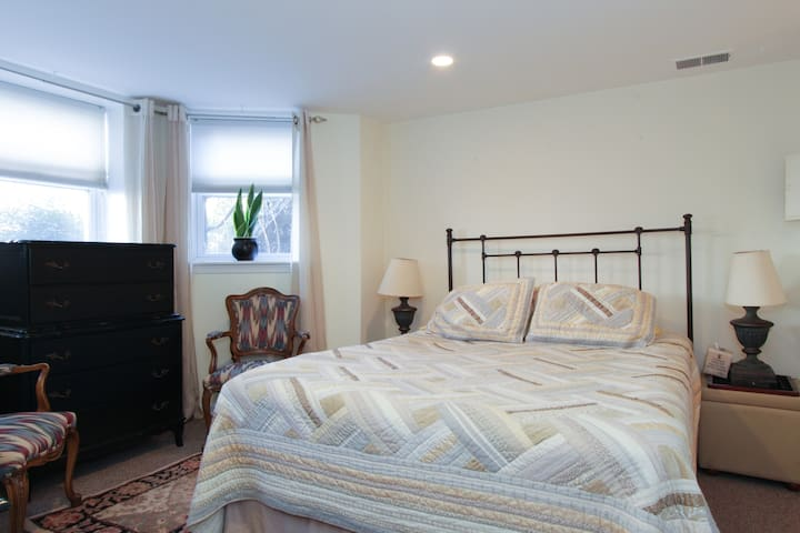 Accessible Apartment, Free Parking at Honey House