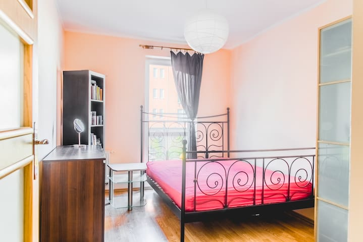 Modern room 10min from lake, river and City Center - Poznań - Appartement